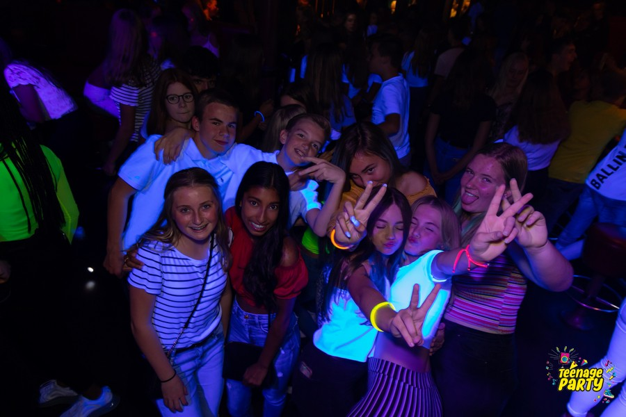 Teenage Glowparty